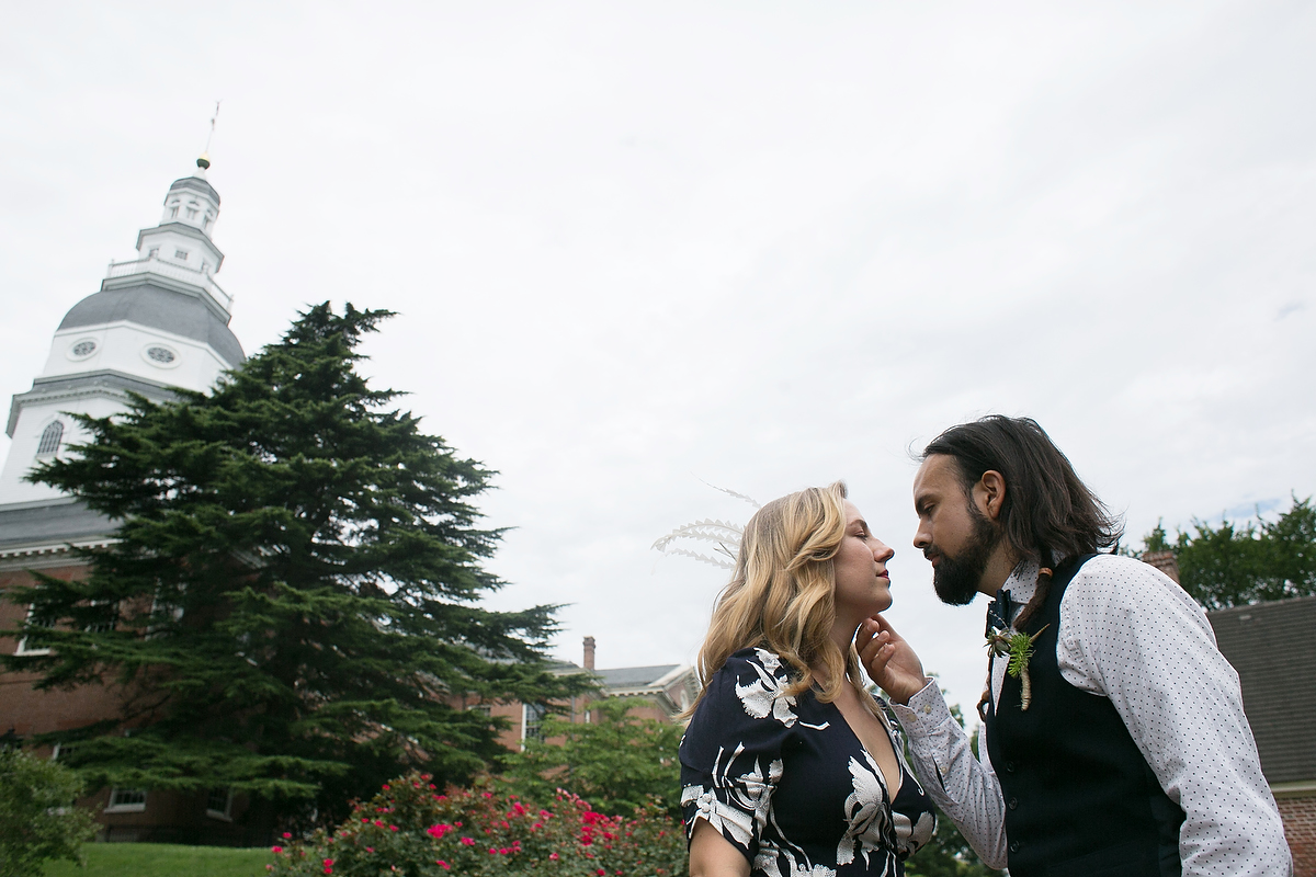 Engagement portraits in Annapolis, MD with statehouse in the background
