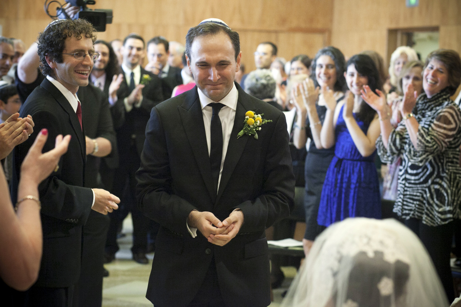groom gets emotional at bedecken