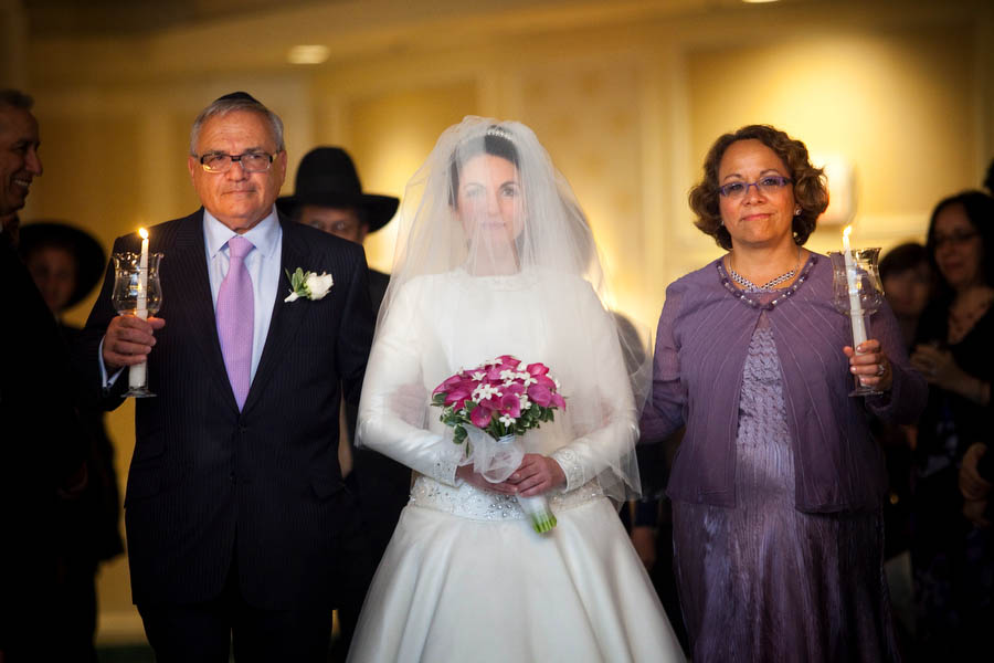 kallah walks down the aisle with her parents